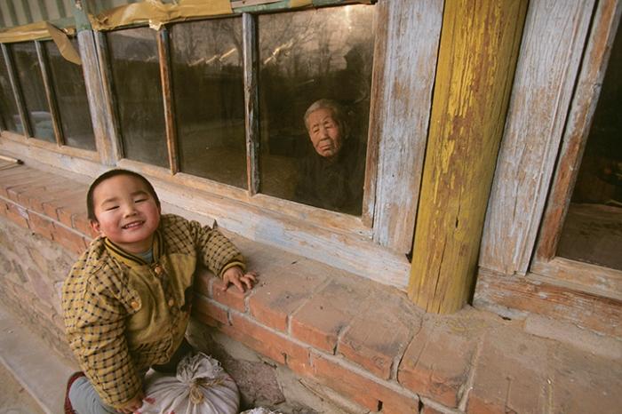 Family of Wei Guiying (not pictured), Sansi Village, Hunan Province, China, December 26, 1996