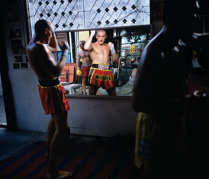 UK fighter trains at Sor Vorapin Gym (formerly Jitti's Gym, Banglamphu, Bangkok, 2002