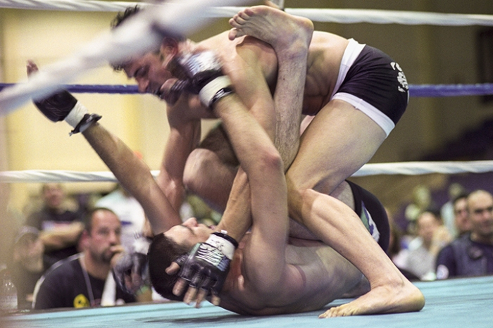 Mixed martial arts bout between Tom Muller and Erik Certo, Ring of Combat 3, Morristown, NJ, June 7, 2003
